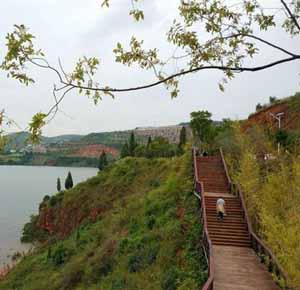 云南抚仙湖28公里徒步栈道